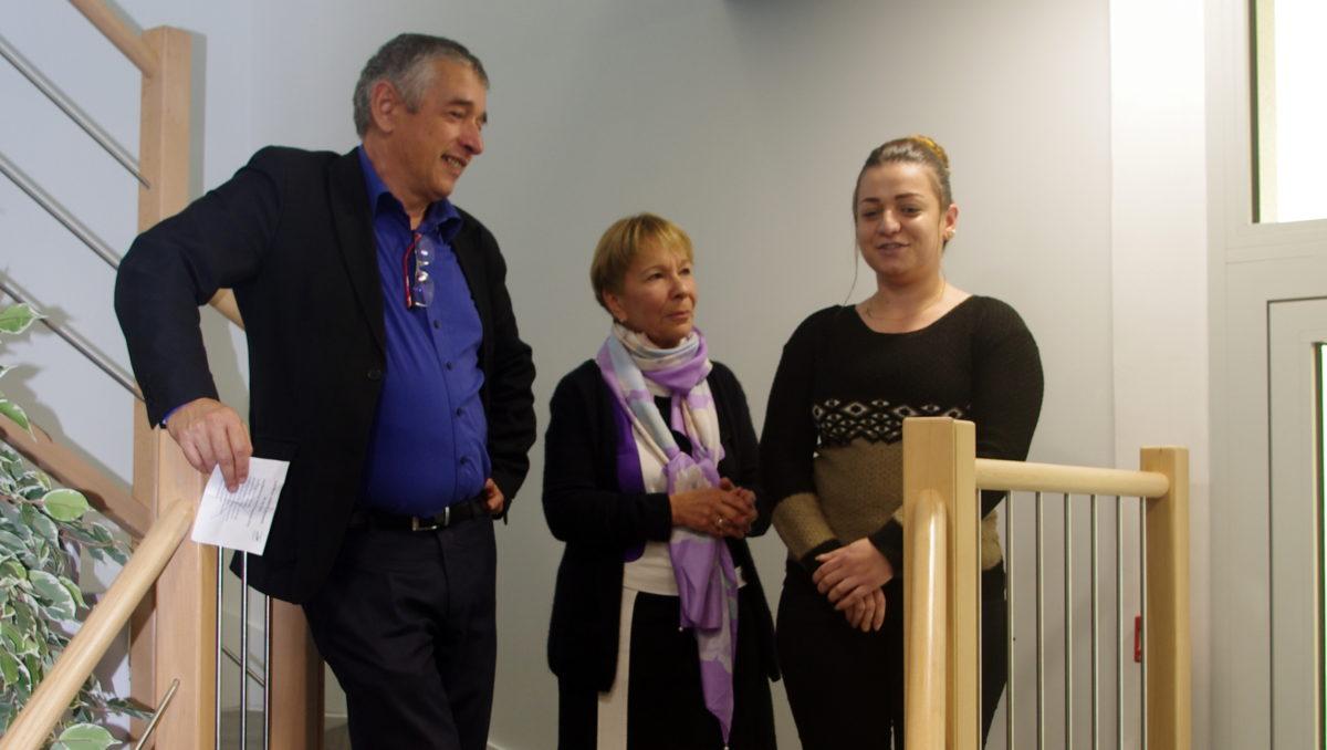 Eric Le Page, Marie-Paul Legras-Froment et Nour, qui apprend le français au Centre de formation