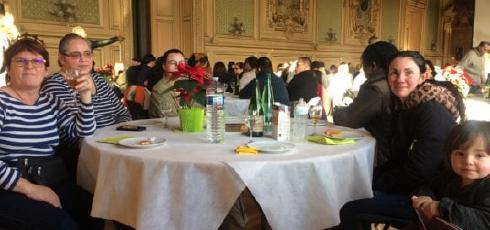 Des résidents de Camus à la mairie de Tours